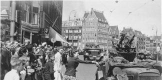 Duitse troepen arriveren in mei op de Dam in Amsterdam