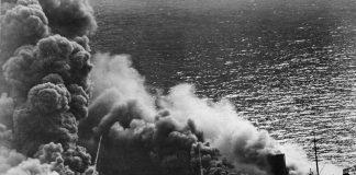 """De tanker """"Dixie Arrow"""", getorpedeerd bij Cape Hatteras door de U-71 op 26 maart 1942"""