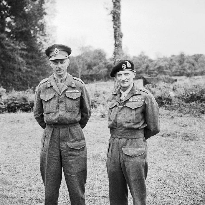 Bernard Law Montgomery veldmaarschalk (1887-1976) met Dempsey in Frankrijk op 16 juli 1944
