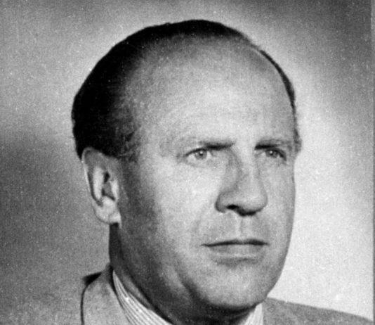Oskar Schindler (Zwittau)28 april 1908 – Hildesheim, 9 oktober 1974) was een Sudeten-Duitse industrieel die bekend werd door zijn hulp aan Joden tijdens de Holocaust.